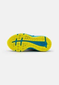 ASICS - PRE-NOOSA TRI 13 UNISEX - Zapatillas de competición - reborn blue/sour yuzu - 4