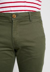 Blend - BHNATAN PANTS - Chino - olive night green - 5