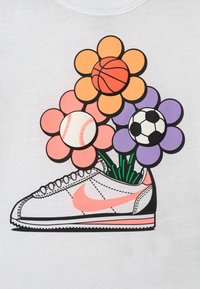 Nike Sportswear - CORTEZ FLOWER - Camiseta estampada - white - 2