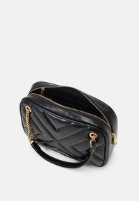 PARFOIS - CROSSBODY BAG LANNISTER - Across body bag - black - 2