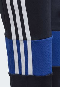 adidas Performance - MUST HAVES 3-STRIPES AEROREADY JOGGERS - Pantalones deportivos - blue - 5