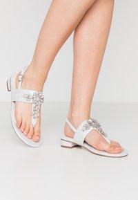 Menbur - T-bar sandals - ivory - 0