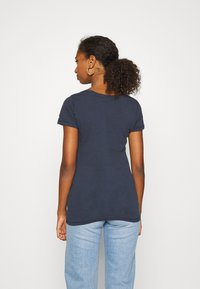 Tommy Jeans - ESSENTIAL LOGO TEE - T-shirt imprimé - twilight navy - 2