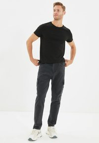 Trendyol - Pantalon cargo - grey - 1