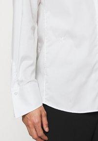 KARL LAGERFELD - MODERN FIT - Skjorta - champagne - 5