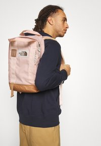 The North Face - TOTE PACK UNISEX - Rucksack - light pink/brown/off white - 0