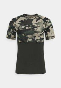 SLIM CAMO - Camiseta estampada - sequoia/black