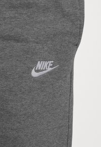 Nike Sportswear - CLUB PANT - Träningsbyxor - charcoal heathr/anthracite/white - 3