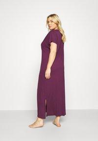 Evans - PURPLE V-NECK VISCOSE LONG NIGHTDRESS - Noční košile - purple - 2