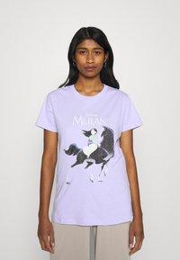 Cotton On - CLASSIC DISNEY - T-shirt imprimé - sheer lilac - 0