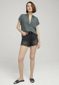TOM TAILOR DENIM - Denim shorts - destroyed dark stone grey deni - 1