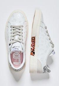 Pepe Jeans - KENTON CLASSIC - Zapatos con cordones - blanco - 1
