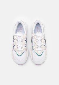 adidas Originals - OZWEEGO  - Sneakersy niskie - footwear white/soft vision/offwhite - 5