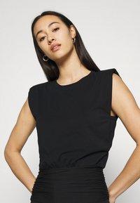 Forever New - ASTRID CLINCHED WAIT SHOULDER PAD TANK - Basic T-shirt - black - 3