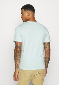 Levi's® - HOUSEMARK GRAPHIC TEE UNISEX - T-shirt con stampa - greys - 2