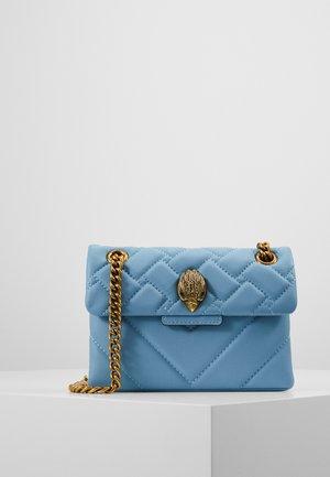 MINI KENSINGTON BAG - Håndveske - pale blue
