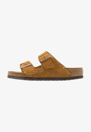 ARIZONA SOFT FOOTBED UNISEX - Kapcie - tan