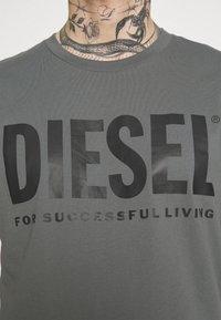 Diesel - T-DIEGO-LOGO - Camiseta estampada - grey - 3