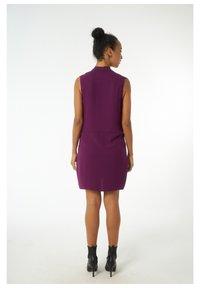 Auden Cavill - Shirt dress - dunkellila - 2