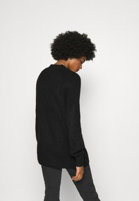Tommy Jeans - LOFTY YARN CREW NECK - Strikkegenser - black - 2