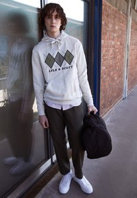 Lyle & Scott - APPLIQUE HOODIE RELAXED FIT - Mikina skapucí - vanilla ice marl - 1