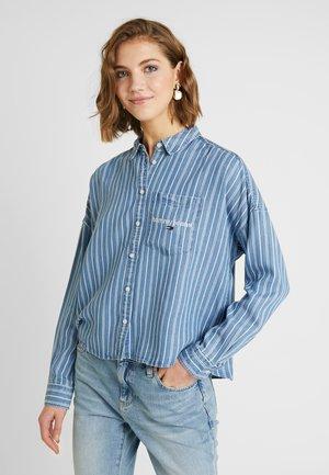 CROPPED BOXY - Button-down blouse - classic white / dark indigo