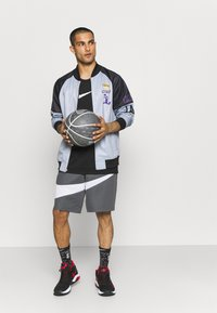 Outerstuff - NBA LOS ANGELES LAKERS SPACE JAM 2 TEAM GAME CHANGER - Club wear - grey - 1