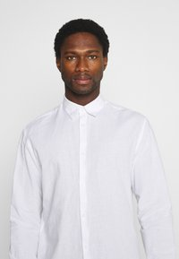 Selected Homme - SLHREGNEW SHIRT - Košile - white - 4