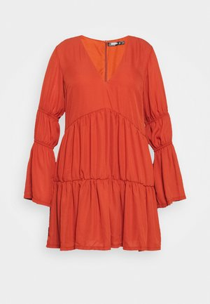 PLUS PLUNGE LAYERED SMOCK DRESS - Day dress - rust