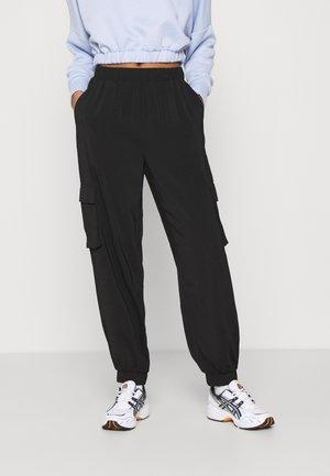 VMCOCO PANT - Pantalones cargo - black