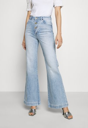 EASTCOAST FLARE - Široké džíny - light blue denim
