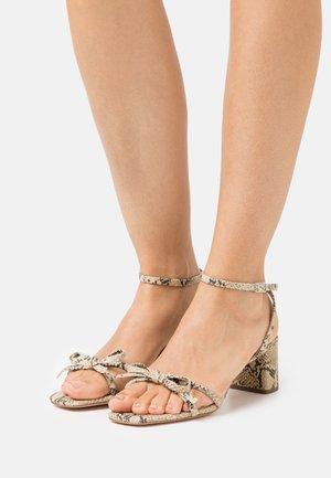 GRACIE - Sandály - natural