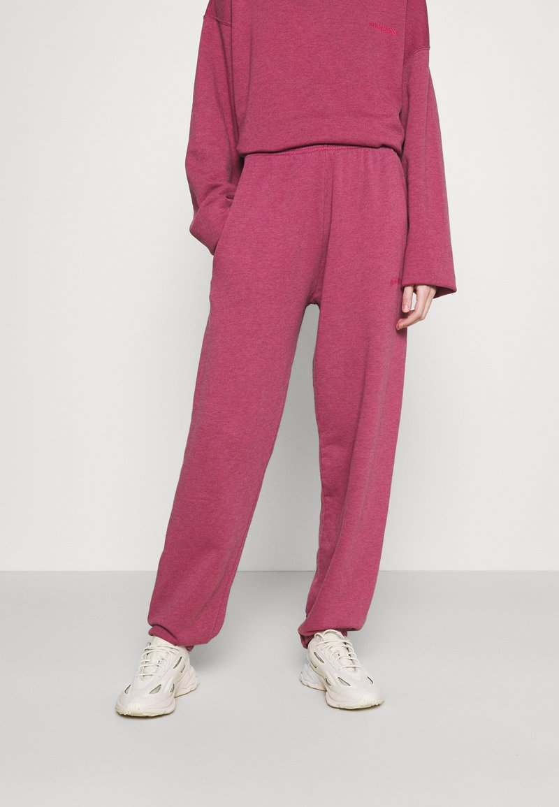 BDG Urban Outfitters - PANT - Joggebukse - raspberry