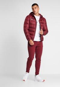 Ellesse - MARTINETTI - Pantalones deportivos - burgundy - 1