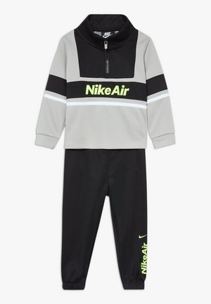 AIR JOGGER SET BABY - Trainingsanzug - black
