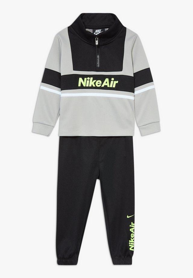 AIR JOGGER SET BABY - Tracksuit - black