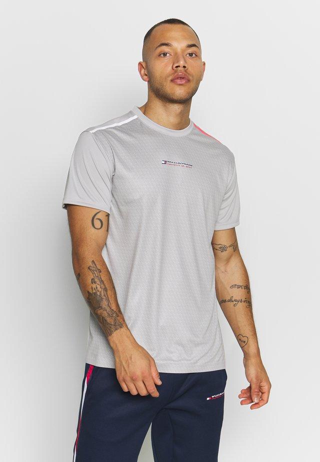 PERFORMANCE TEE - Sports shirt - grey