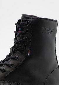 Tommy Jeans - MENS LACE UP BOOT - Botki sznurowane - black - 5