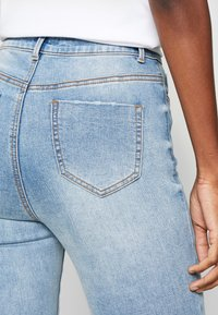 Missguided Tall - SINNER WAISTED AUTHENTIC RIPPED MID - Jeans Skinny Fit - blue - 3