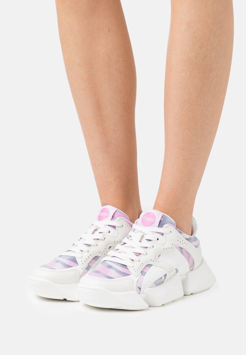 Buffalo - VEGAN MATRIX TWO - Trainers - white/pink