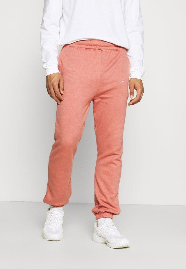 ESSENTIAL JOGGER UNISEX - Teplákové kalhoty - brown