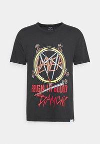 REIGN IN BLOOD TEE - Print T-shirt - black