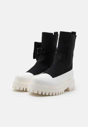 GROOV-Y - Platform ankle boots - black/offwhite