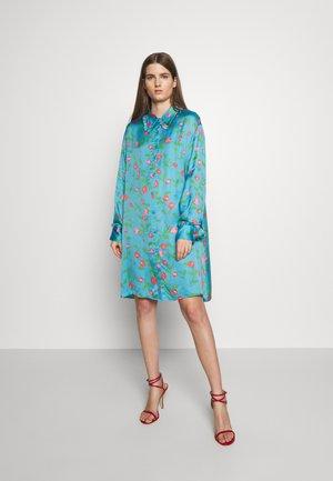 VIOLA - Košilové šaty - pacific blue