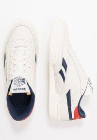Reebok Classic - CLUB C REVENGE  - Sneakers basse - chalk/collegiate navy - 1