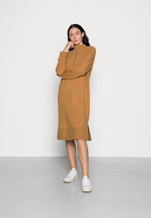 LONG SLEEVE RAGLAN DRESS WITH HIGH NECK AND ZIPPER - Jumper dress - apple cinnamon