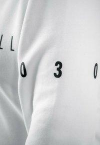 PLUSVIERNEUN - BERLIN - Sweatshirt - white - 10