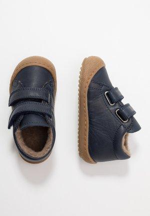 RACOON - Slippers - blau