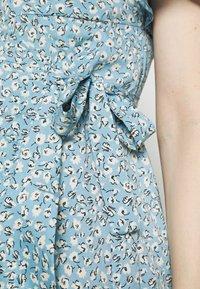 ONLY - OLMOLIVIA WRAP DRESS - Žerzejové šaty - dusk blue - 5