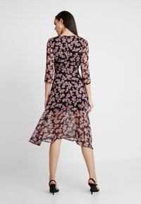 Missguided - FLORAL RUCHED DETAIL MIDAXI DRESS - Day dress - black - 2